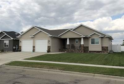 Minot Single Family Home For Sale: 1207 34th Ave