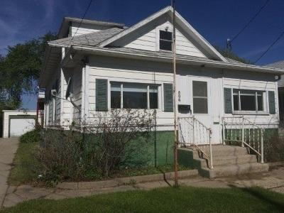 Minot Single Family Home For Sale: 806 Beacon Street