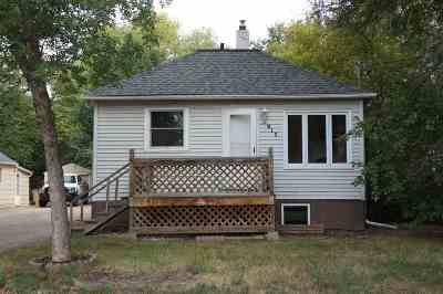 Bottineau County, Burke County, Divide County, McHenry County, McLean County, Mountrail County, Pierce County, Ramsey County, Renville County, Rolette County, Ward County, Wells County, Williams County Single Family Home For Sale: 912 NW 10th Ave
