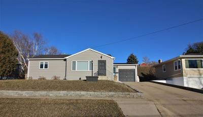 Minot Single Family Home For Sale: 409 Hillcrest Dr.