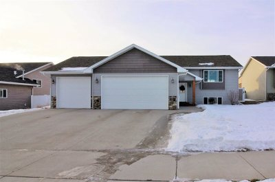 Minot Single Family Home For Sale: 2776 Heritage Dr.
