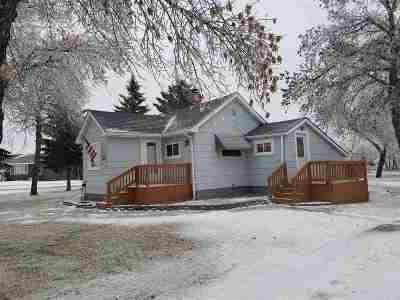 Single Family Home For Sale: 407 NE Roosevelt Ave