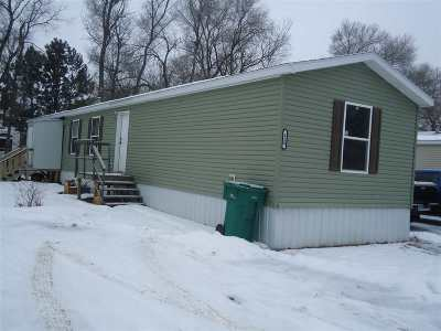 Bottineau County, Burke County, Divide County, McHenry County, McLean County, Mountrail County, Pierce County, Ramsey County, Renville County, Rolette County, Ward County, Wells County, Williams County Mobile Home For Sale: 1325 SE 27th St