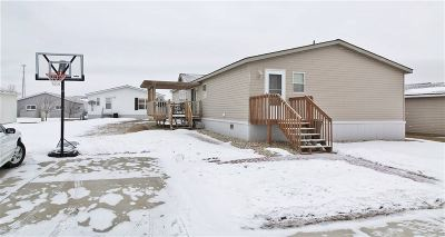 Minot ND Mobile Home For Sale: $77,900