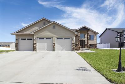 Minot ND Single Family Home For Sale: $384,900
