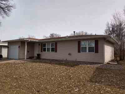 Minot ND Single Family Home For Sale: $219,900