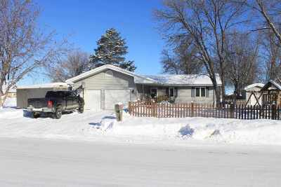 Minot Single Family Home For Sale: 2208 5th Ave SW
