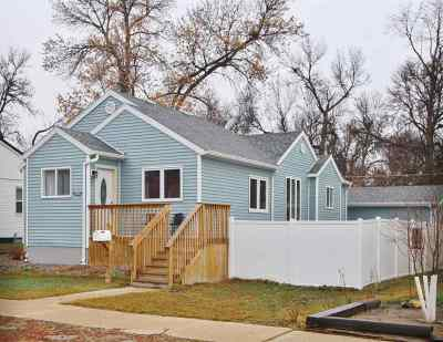Minot Single Family Home For Sale: 904 1st Ave SW