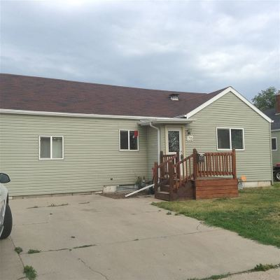 Bottineau County, Burke County, Divide County, McHenry County, McLean County, Mountrail County, Pierce County, Ramsey County, Renville County, Rolette County, Ward County, Wells County, Williams County Single Family Home For Sale: 715 NW 7th St