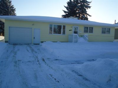 Bottineau County, Burke County, Divide County, McHenry County, McLean County, Mountrail County, Pierce County, Ramsey County, Renville County, Rolette County, Ward County, Wells County, Williams County Single Family Home For Sale: 1825 SW 4th St