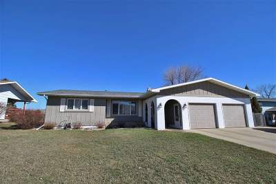 Bottineau County, Burke County, Divide County, McHenry County, McLean County, Mountrail County, Pierce County, Ramsey County, Renville County, Rolette County, Ward County, Wells County, Williams County Single Family Home For Sale: 615 17th Ave SE