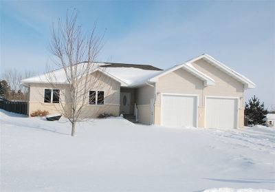 Bottineau County, Burke County, Divide County, McHenry County, McLean County, Mountrail County, Pierce County, Ramsey County, Renville County, Rolette County, Ward County, Wells County, Williams County Single Family Home For Sale: 1009 70th St SE