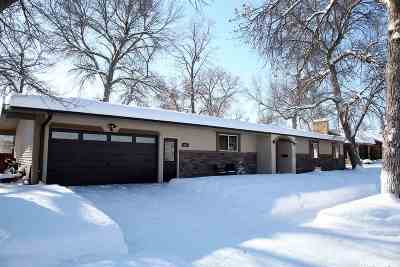 Minot ND Single Family Home For Sale: $276,000