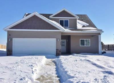 Minot ND Single Family Home For Sale: $237,500