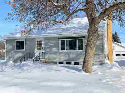 Minot ND Single Family Home For Sale: $147,000