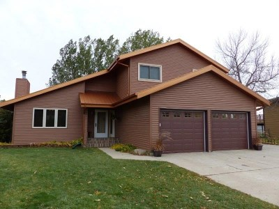 Minot ND Single Family Home For Sale: $299,900