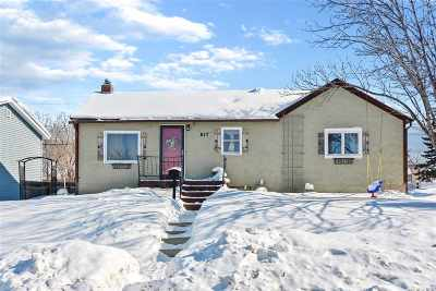 minot Single Family Home Contingent - Hi: 617 5th St SW