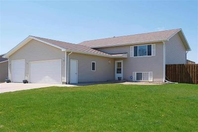 Minot Single Family Home For Sale: 2615 NW 9th St