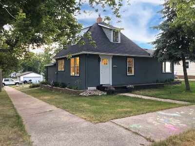 Single Family Home For Sale: 322 3rd St SE