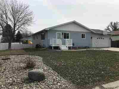 Minot ND Single Family Home For Sale: $220,000