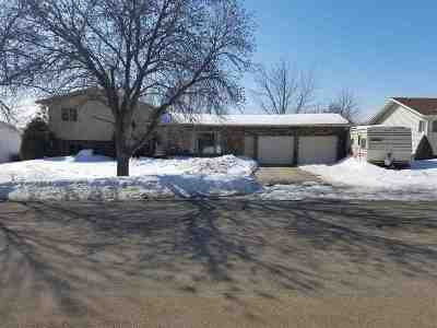 minot Single Family Home For Sale: 1709 Terrace Dr.