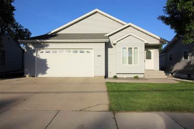 minot Single Family Home For Sale: 1619 Main St. S