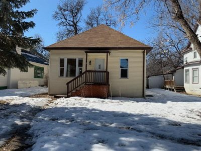 Minot ND Single Family Home For Sale: $90,000