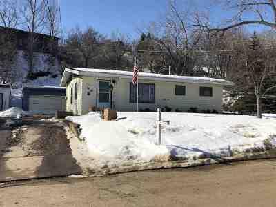minot Single Family Home For Sale: 808 Arbor Ave SE
