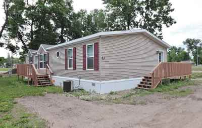 Bottineau County, Burke County, Divide County, McHenry County, McLean County, Mountrail County, Pierce County, Ramsey County, Renville County, Rolette County, Ward County, Wells County, Williams County Mobile Home For Sale: 625 15th Street Lot 43 SE