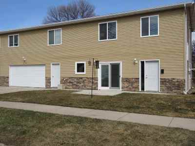 Minot Townhouse For Sale: 504 2nd Ave NW