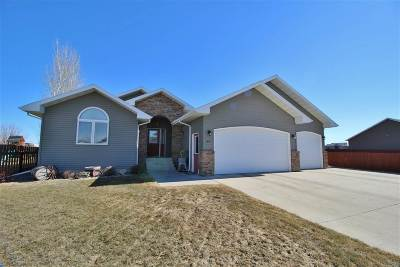 Minot Single Family Home For Sale: 1917 24th St SW