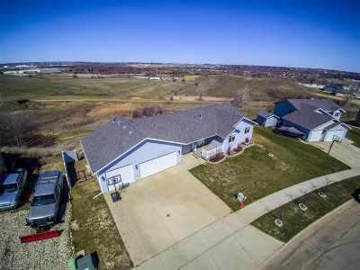 minot Single Family Home Contingent - Hi: 1628 SW Dakota Drive