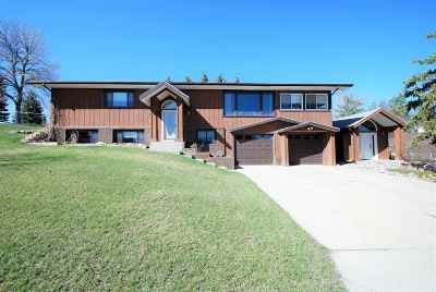 minot Single Family Home For Sale: 2600 Bel Air Dr NW