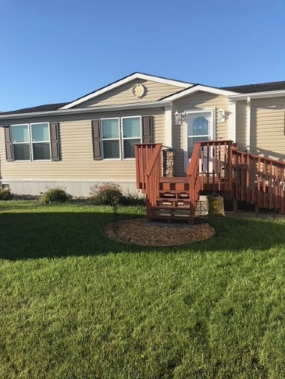 Minot Single Family Home For Sale: 3909 Buttercup Lane