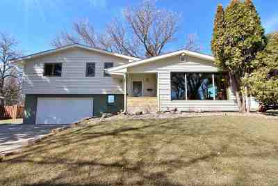 Minot Single Family Home Contingent - Hi: 417 24th St NW