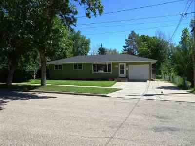 Minot Single Family Home For Sale: 812 NW 12th St