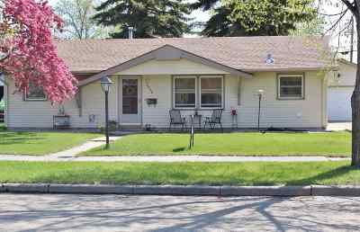 Minot Single Family Home For Sale: 2006 California Dr.