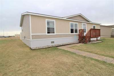 Minot Single Family Home For Sale: 4003 Buttercup Lane