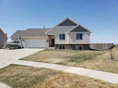 Minot ND Single Family Home For Sale: $349,900