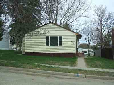 Minot ND Single Family Home For Sale: $99,000