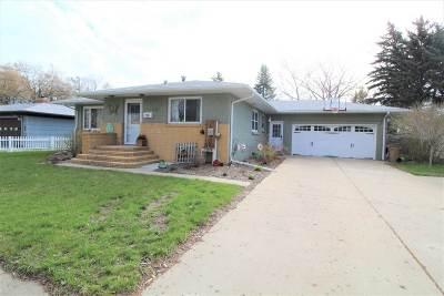 minot Single Family Home Contingent - Hi: 1729 Main St S