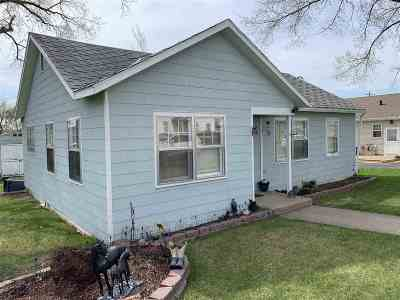 Single Family Home For Sale: 313 4th St