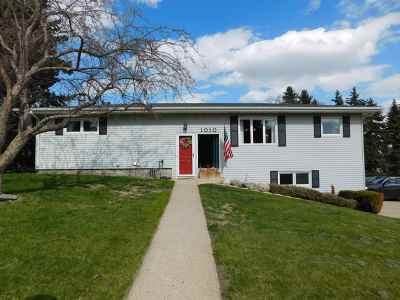 minot Single Family Home For Sale: 1010 NW Harrison Drive