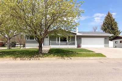 Minot Single Family Home Contingent - Hi: 1112 SW 19th Ave