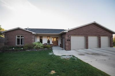 Minot Single Family Home For Sale: 1012 Harrison Dr