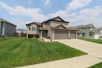 minot Single Family Home Contingent - Hi: 1509 SE 35th Ave