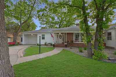 minot Single Family Home For Sale: 325 7th St. NW