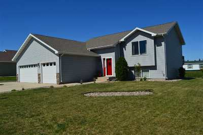 Bottineau County, Burke County, Divide County, McHenry County, McLean County, Mountrail County, Pierce County, Ramsey County, Renville County, Rolette County, Ward County, Wells County, Williams County Single Family Home For Sale: 3200 SE 11th St