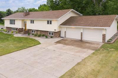 Minot Single Family Home Contingent - Hi: 2324 SW Parkside Dr