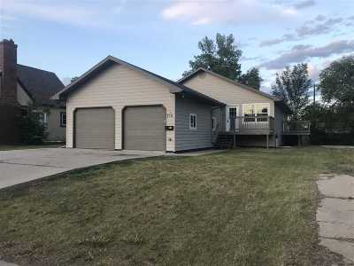 Minot ND Single Family Home For Sale: $208,000